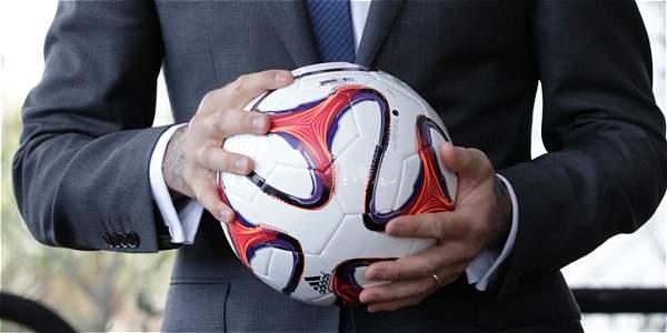 """""""Balones de fútbol"""" de carbono a3949e264a19e"""